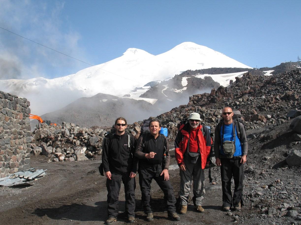 Cała grupa i Elbrus