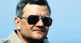 وفاة Tom Clancy عن عمر 66 عاما