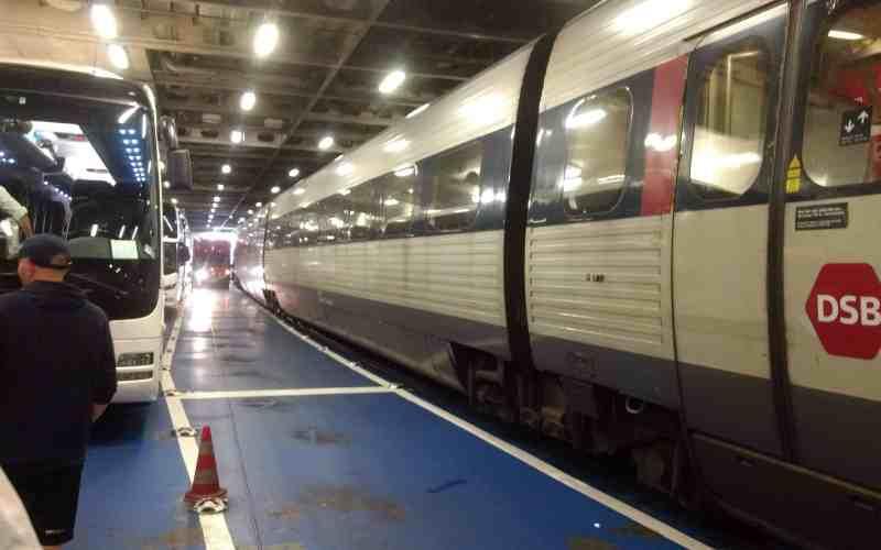 DSB-Zug im Bauch der Scandlines-Fähre