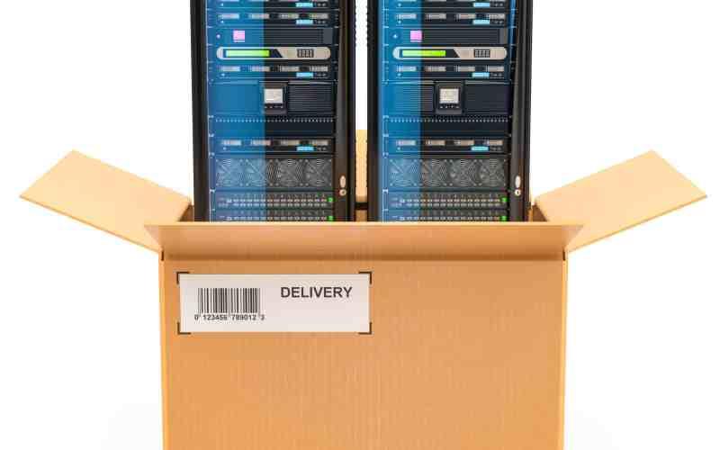 Zwei Server in einem Umzugskarton
