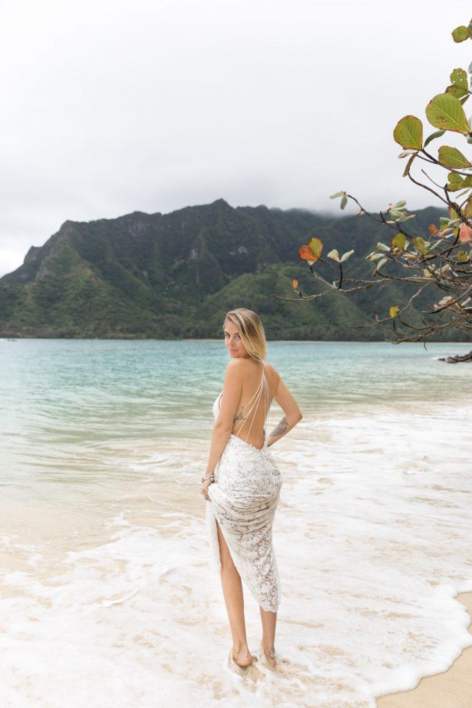 Hawaii bride destination wedding in Hawaii beach
