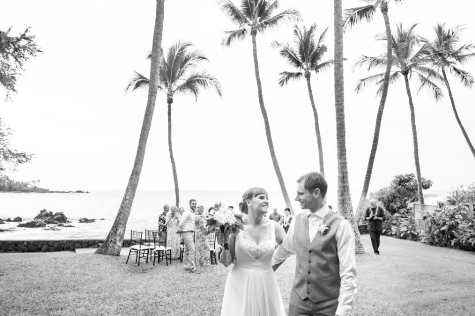 couple get married in Hawaii