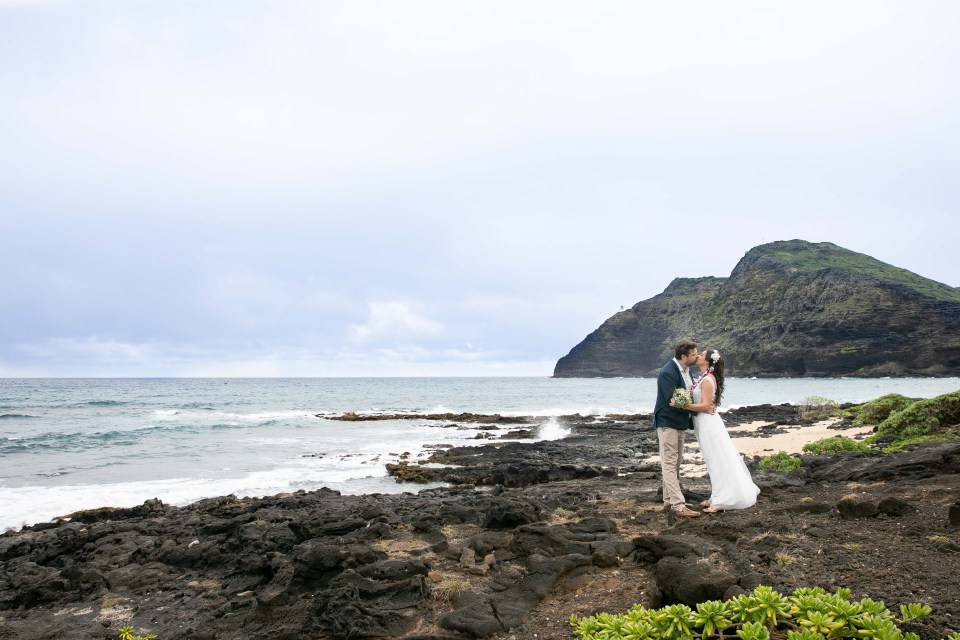 makapuu beach bride and groom