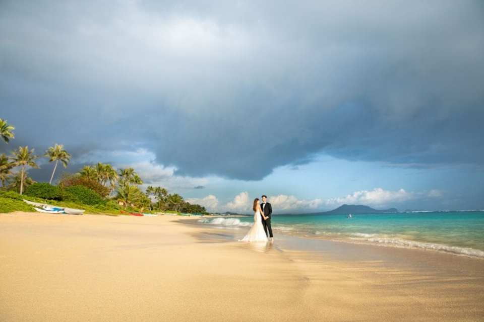 lanikai couple wedding