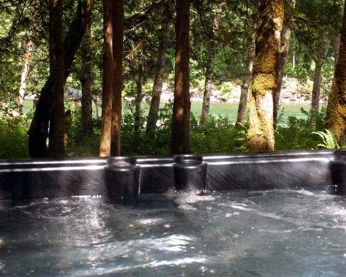 Washington mountain vacation with river view hot tub