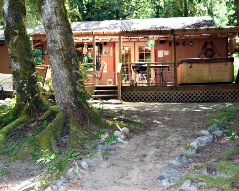 Dog Friendly Cabin on Scenic Mountain River Washington State