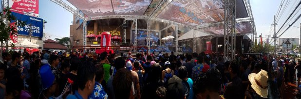 Kad Suan Kaew Mall Stage for Songkran
