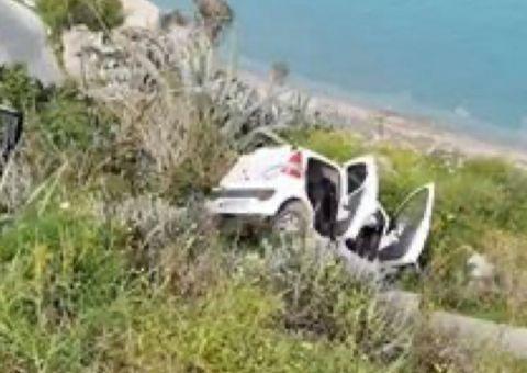 """Άγιο είχε νεαρός οδηγός – Έκανε """"βουτιά"""" το αμάξι του στο Μόντε Σμιθ   video"""