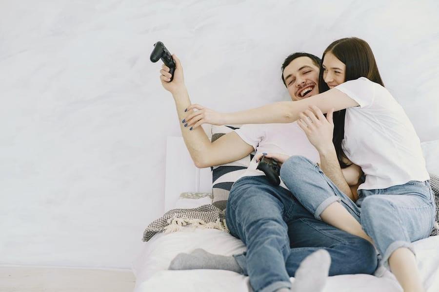 couple playing gaming