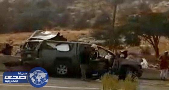 وفاة عميد متقاعد وزوجته وابنته في حادث تصادم مروع بتنومة