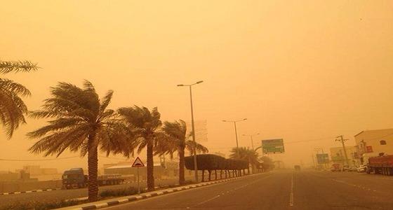 الإنذار المبكر يحذر من الرياح والأتربة على مكة والمدينة