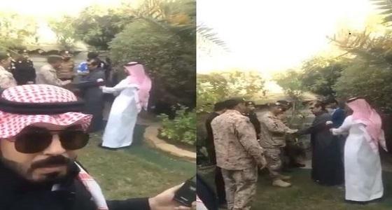 بالفيديو.. الجهات الأمنية تطمئن على الفنان عبدالله السدحان من شظايا الصاروخ الإيراني