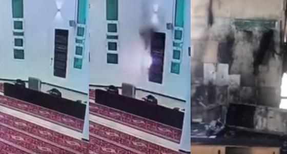 بالفيديو.. اشتعال حريق في مسجد بالمملكة