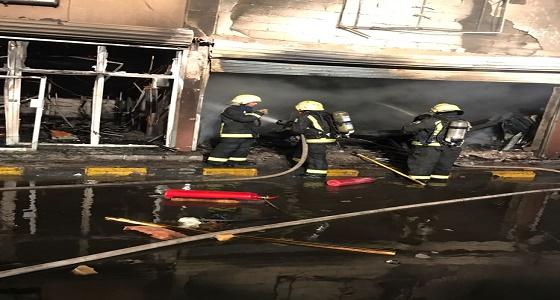 مدني تبوك يسيطر على حريق في مجمع السوق الدولي