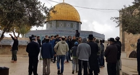 عشرات المستوطنين اليهود يقتحمون الأقصى