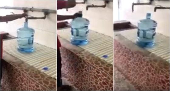 """بالفيديو.. حيلة جديدة لـ """" غش """" مياه الشرب"""
