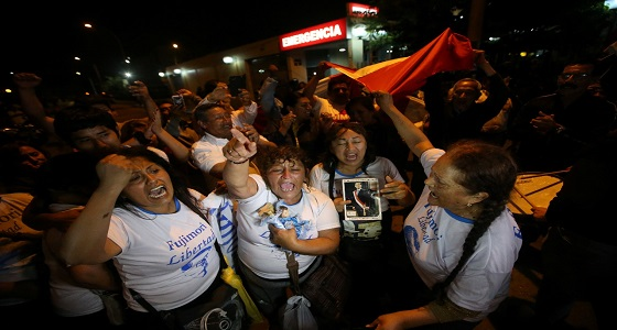 بالصور.. شوارع بيرو تحتفل بعد الإفراج عن رئيسهم الأسبق فوجيموري