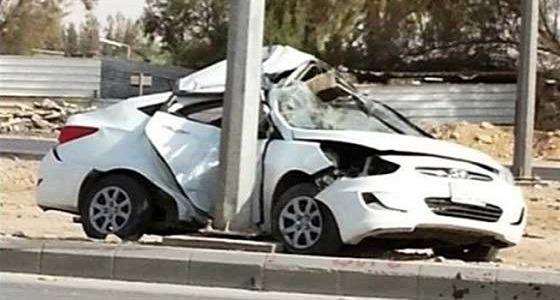 وفاة قائد مركبة لاصطدامه بعمود إنارة في مكة