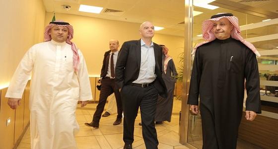 """بالصور.. وصول رئيس """" الفيفا """" إلى الرياض"""