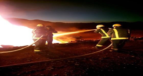 بالصور.. إخماد حريق هائل بناقلة في وادي بن هشبل