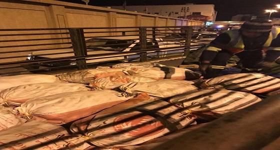 بالصور.. إعدام 1500 دجاجة فاسدة شرق الطائف