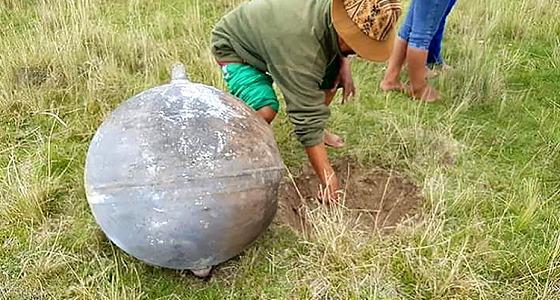 الأرض تشهد سقوط كرة نارية غريبة على سطحها
