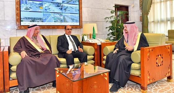 أمير الرياض يستقبل رئيس مجلس محافظة بغداد ومرافقيه ويقيم مأدبة غداء تكريماً لهم