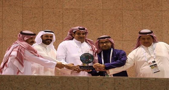الاتفاق يكرم مدير استاد الأمير محمد بن فهد بالدمام