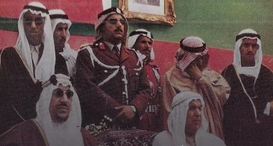 """صورة نادرة للملك """" سعود """" أثناء زيارته للكويت عام 1953م"""