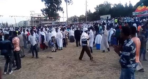 بالفيديو.. صاعقة تضرب عشرات المواطنين خلال احتفال شعبي