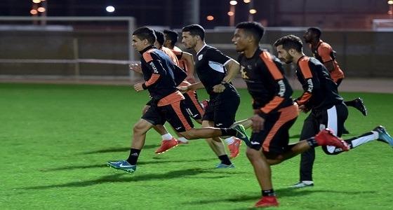 الشباب يواصل تدريباته بملعب الأمير خالد بن سلطان