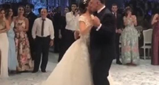 بالفيديو.. رقصة عروس مع والدها تذهل المعازيم