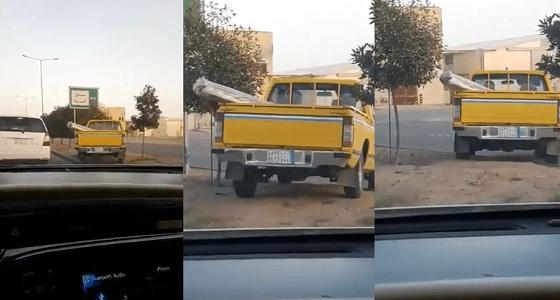 بالفيديو.. قائد سيارة حكومية يخالف الأنظمة ويعكس السير في طريق عمومي