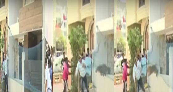 بالفيديو.. نمر شرس يهاجم سكان مدينة هندية