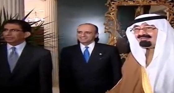 فيديو يرصد لحظة إبلاغ الملك عبدالله للمبتعثين بمكافأة شهرية