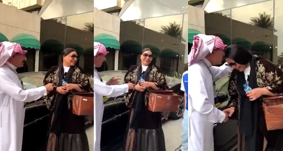 بالفيديو.. الإعلامي إبراهيم الفريان يقبّل رأس الفنانة احلام