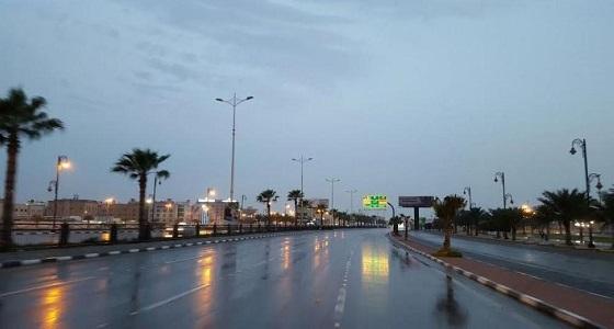 أمطار مصحوبة بزخات البرد تستمر حتى المساء على مكة