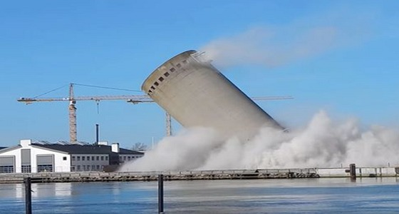 بالفيديو.. لحظة هدم برج في الدنمارك بطريقة خاطئة