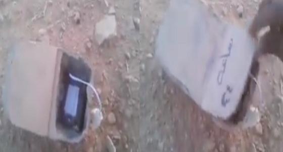بالفيديو.. القبض على شخص بحوزته عبوتين ناسفتين بقانية البيضاء
