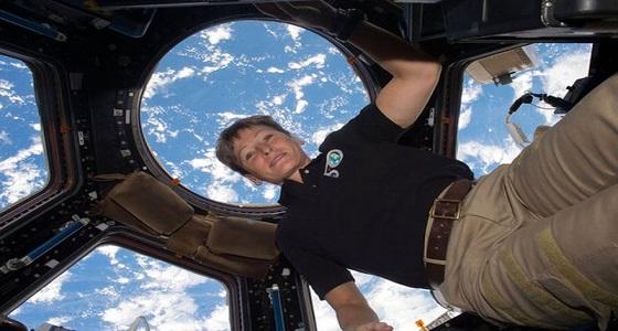 استقالة الأمريكية الأكثر تحليقا في الفضاء الخارجي