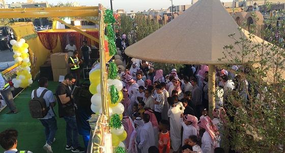بالفيديو والصور.. فرحة أطفال الرياض بعد توزيع الهدايا عليهم بمصليات العيد