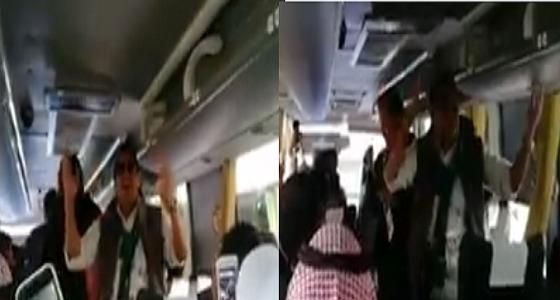 بالفيديو.. إعلاميون سعوديون يهتفون بأهازيج وطنية قبل وصولهم لملعب مباراة الافتتاح