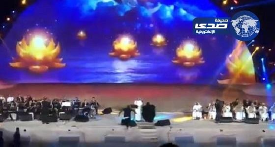 شرطة مكة: إيقاف الفتاة المقتحمة لمسرح ماجد المهندس وإحالتها للنيابة العامة