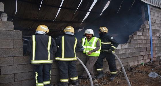 الدفاع المدني يتابع السيطرة على حريق مستودع غرب كوبري بحرة