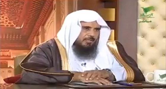 """بالفيديو.. """" الخثلان """" يوضح حكم سفر المرأة دون علم زوجها"""