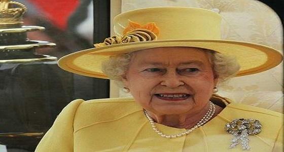 ما سر تناول ملكة بريطانيا الموز بالشوكة والسكين؟