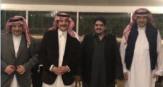 """بالصور.. الأمير نواف ينشر """" صور """" لأعمامه خلال دعوة عشاء"""