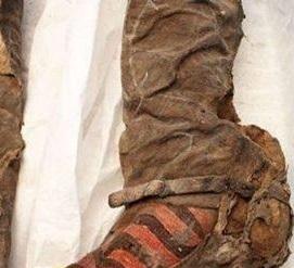 العثور مومياء عمرها 1500 بحذاء
