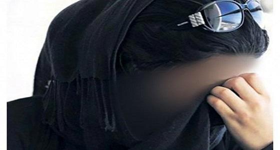 امرأة تطلب الطلاق لسرد زوجها علاقتهما الحميمة لأصدقائه