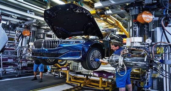 بالصور .. مصنع بي ام دبليو يبدأ بإنتاج سيارات 7 Series 2020 المحدثة